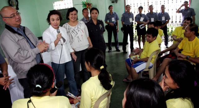 Legarda Visits Morong 43 at Camp Bagong Diwa