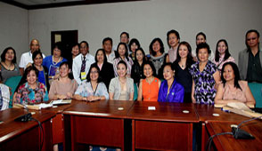 Legarda conducts dialogue with OFW