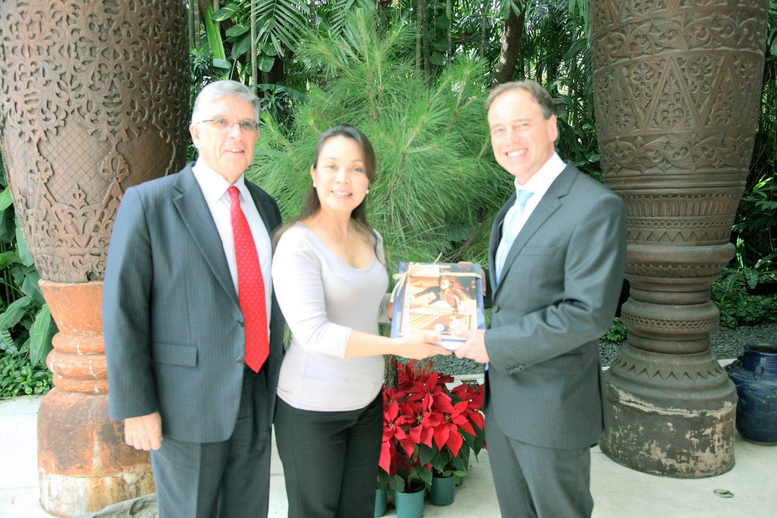 Senator Legarda meets with AU Environment Minister Greg Hunt and AU Ambassador Bill Tweddell