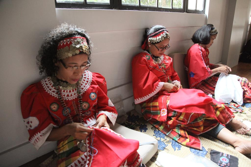 Panay Bukidnon Embroiderers Showcase their Craft at National Museum