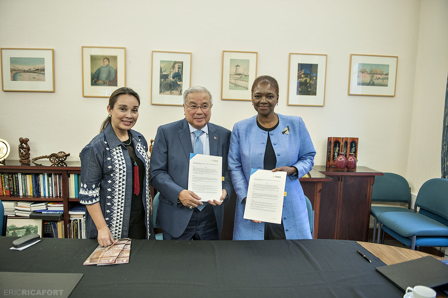 Signing of the agreement for the development of the Philippine Studies Program in SOAS